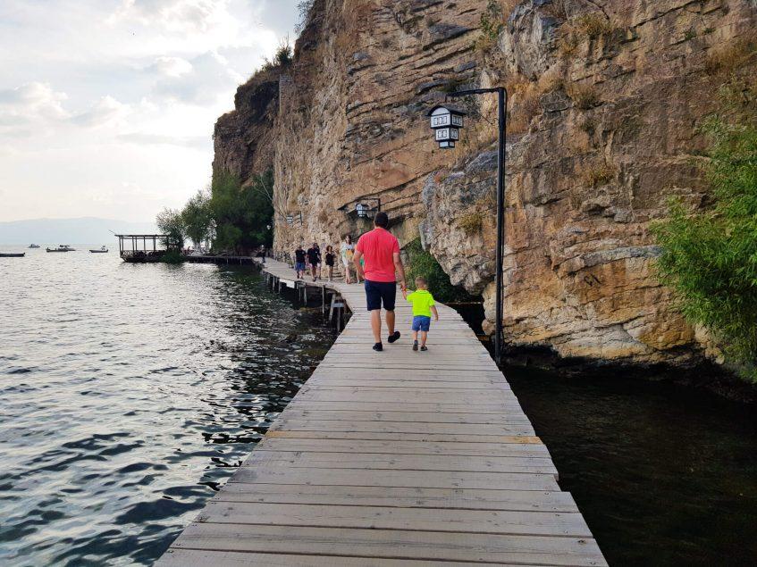 Дървен мост над охридското езеро