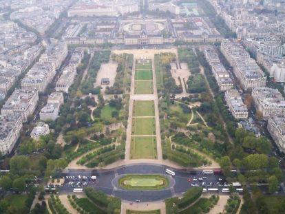 Гледка към Париж от Айфеловата кула