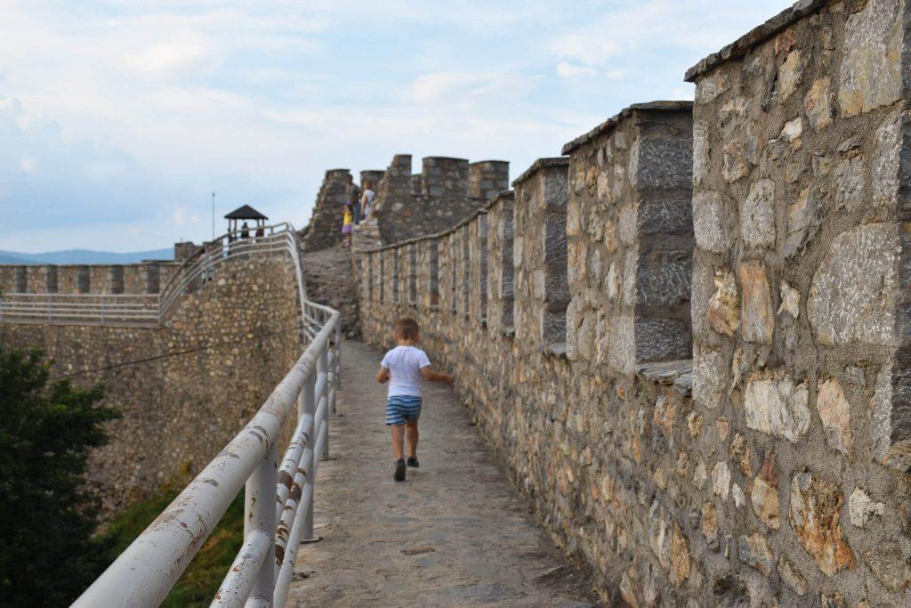 Крепостните стени на Самуиловата крепост