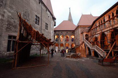 В дрова на замъка Хуняди