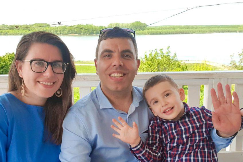 Семейство Толеви на брега на Дунав